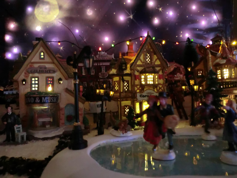 Patinando de noche my christmas village for Villas navidenas de porcelana