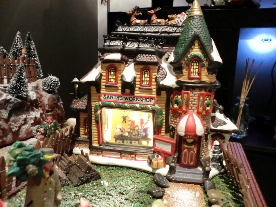 Mi primera ciudad navide a diciembre 2011 my christmas for Villas navidenas de porcelana